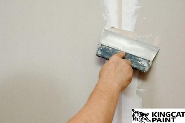 nên xử lý tường cũ trước khi sơn