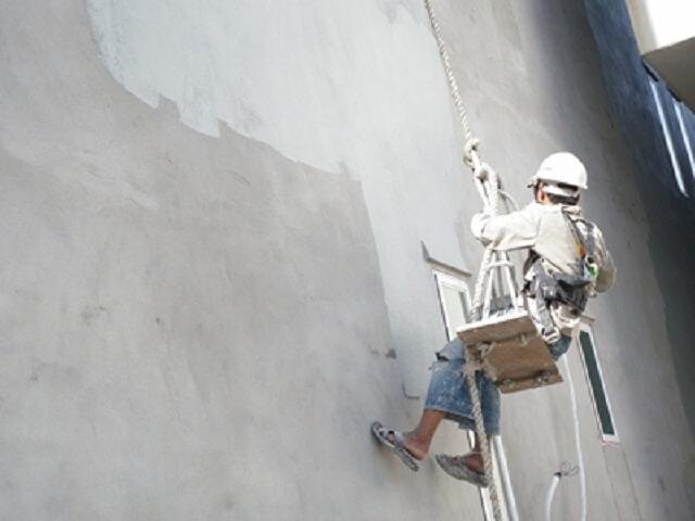 Luôn luôn có một lớp sơn chống thấm trước khi sơn lớp chính thức