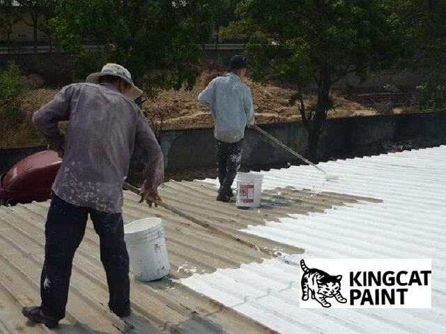 Phun 1 lớp sơn phủ lên bề mặt cần sơn