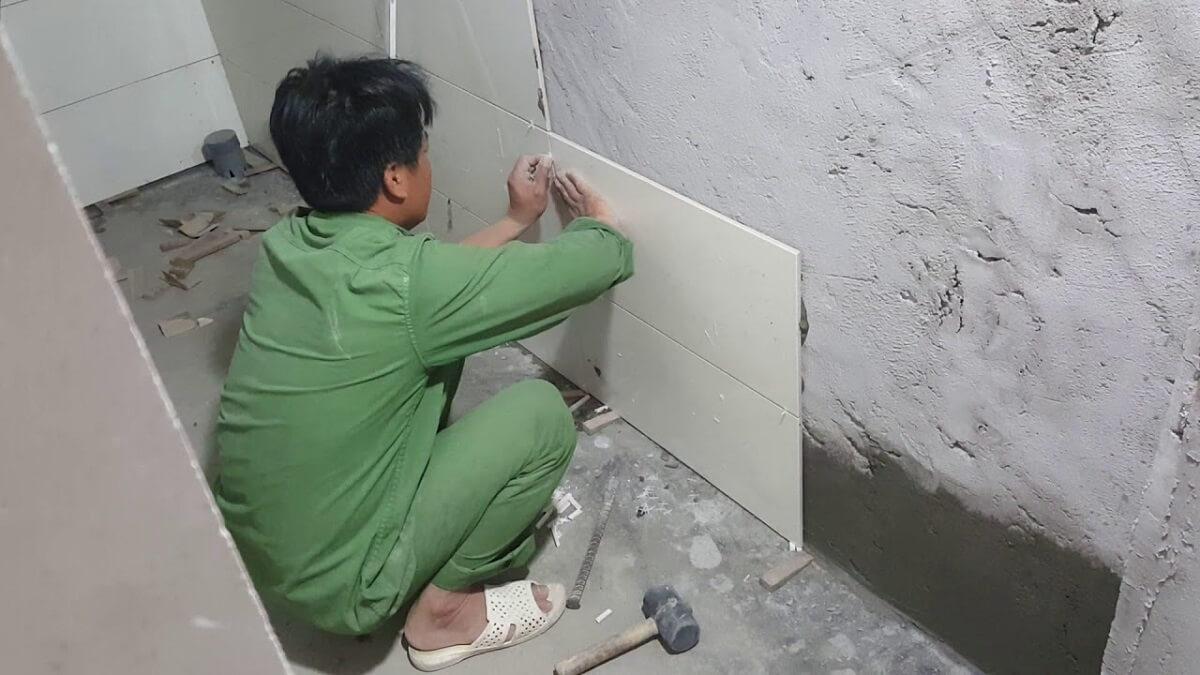cách chọn gạch ốp tường chống thấm
