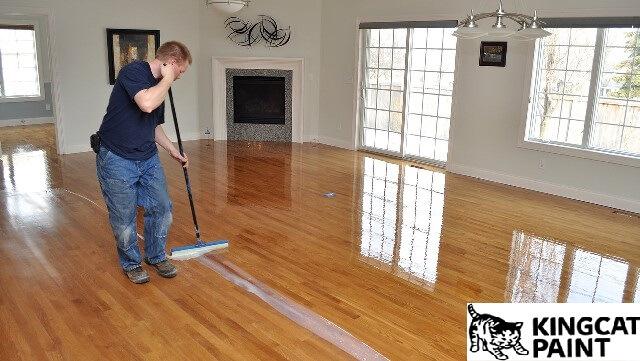 mẹo làm sạch vết sơn bám trên sàn gỗ